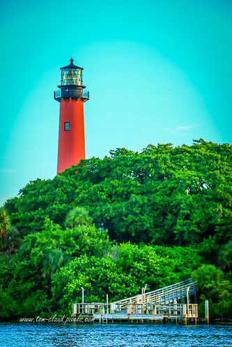 lighthouse light jupiterlighthouse jupiterlight inlary water jupiter florida usa landscape trees bluesky outdoors outside landmark nature sun morning