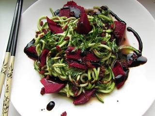 (100% raw) vegan zucchini pasta with wild garlic pesto & wild barberry (GF)