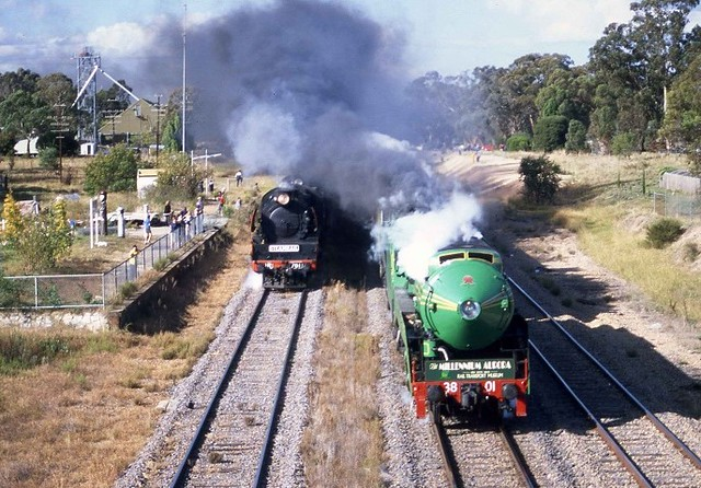 S870. 3801,3830+R761,R711 pass Glenrowen on specials to Melbourne 21-4-2000 by David Arnold