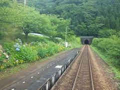 当駅付近より南側は、大川ダム建設により付け替えられた新線