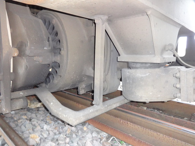 2004 einer von sechs E-Motoren GEB15A4 (ca. 400kW) dieselelektrische Lokomotive V330 Blue Tiger von Bombardier in Kassel Werk-Nr. 33834 bei HVLE Lok-Nr. 330.7 Transportwerk Magdeburger Hafen Saalestraße in 39126 Magdeburg