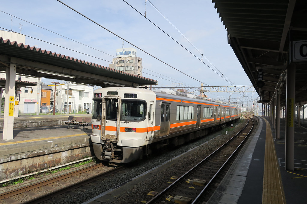 313 series at Okazaki Station