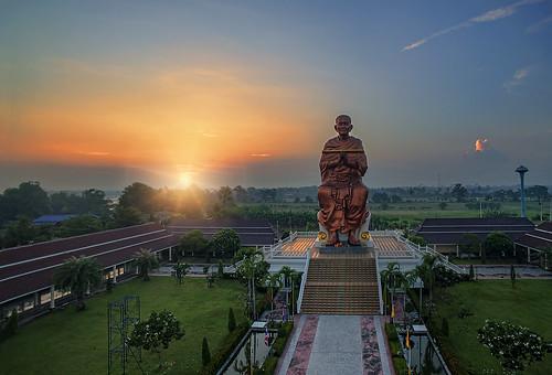 morning sun statue sunrise landscape thailand temple dawn buddha buddhist warmth serene wat pathumthani aeroscape watchonlaprathan