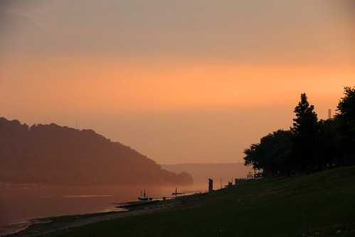 pink light sunset sky green water river landscape evening haze midwest downtown dusk kentucky hill indiana august historic madison ohioriver humid stateline rosecoloredlight