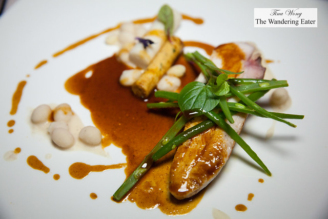 Chicken roasted with Indian spices, green beans, Dombre pasta with foie gras