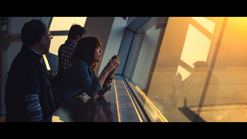 cinematicseries cinematographer cinematic sundown sunset beautifulsunset settingsun warm woman view laserkola lasseerkola widescreen 100mm 100m canonef100mf2 f2 canon5dmkii canon5dmarkii reflections coldandwarm coolandwarm candid unposed moody atmospheric osaka japan コスモタワー kosumo tawa cosmo tower 大阪市