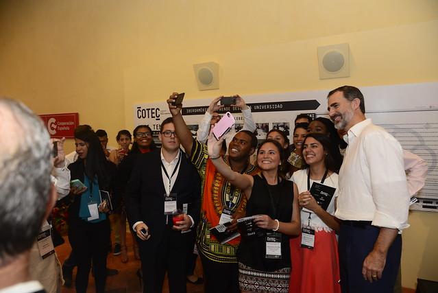 22 jóvenes universitarios de toda Iberoamérica presentan el Manifiesto Cotec a SM el Rey