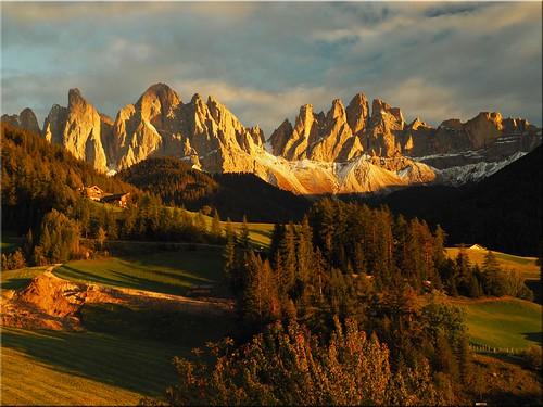 italien mountains geotagged evening abend italia mood berge ita stimmung stmagdalena southtyrolitaly südtirolaltoadige villnösstal funesvalley geo:lat=4664465856 geo:lon=1171955062