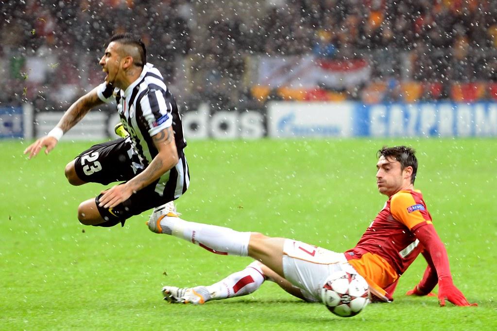 Arturo Vidal Albert Riera Galatasaray 1 0 Juventus Fc 201
