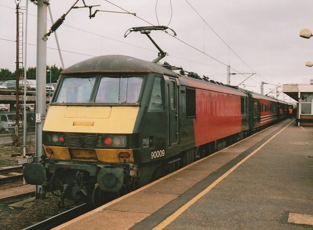 Unbranded Virgin Liveried Class 90/0, 90009