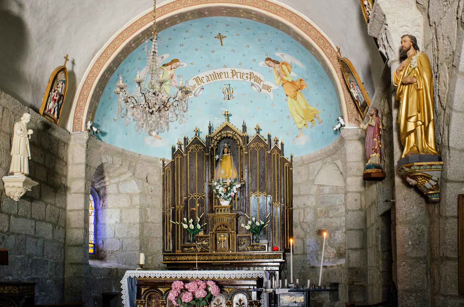 La grande traversée du massif central - L'église du Châtel