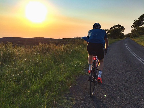 sunrise cycling southernhighlands roadcycling ridethehighlands foreverbuttphotos