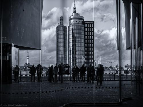 hamburg hamburgmitthorsten elbphilharmonie plaza schwarzweis blackandwhite monochrome jacquesherzogpierredemeuron
