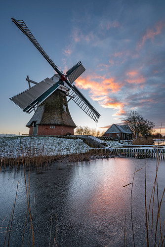 molen mill windmill noordermolen historical nederland holland typisch cultuur erfgoed monument groningen winter ijs riet reed ice snow frost rijp sunrise daniel bosma landscape landschap wiek cloudscape colorful