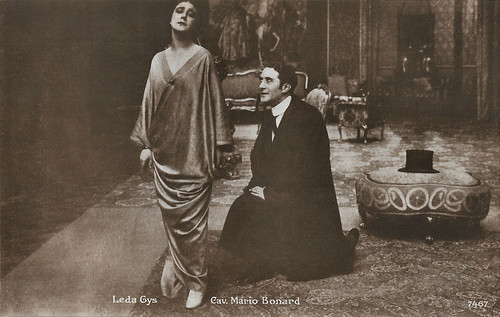 Leda Gys and Mario Bonard in La pantomima della morte (1915)