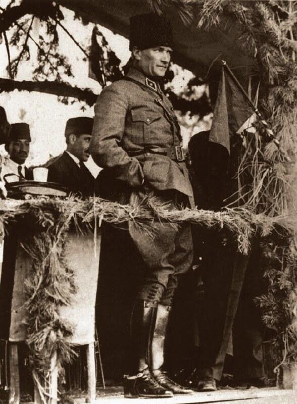 Mustafa Kemal Paşa ile ilgili görsel sonucu