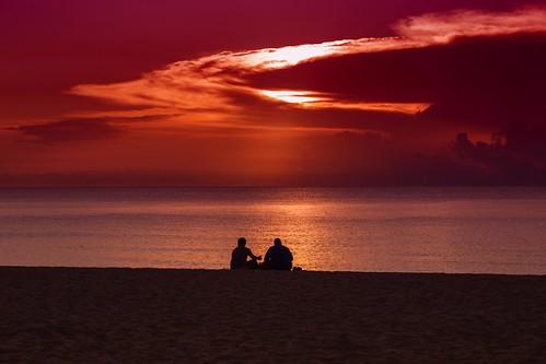 ocean red sky sun color beach sunrise dawn couple flickr flickrexplore