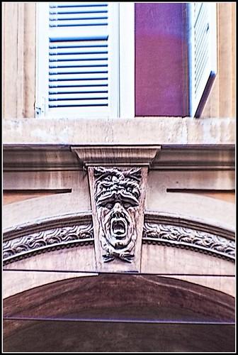 Bologna in agosto: Strada Maggiore - particolare -