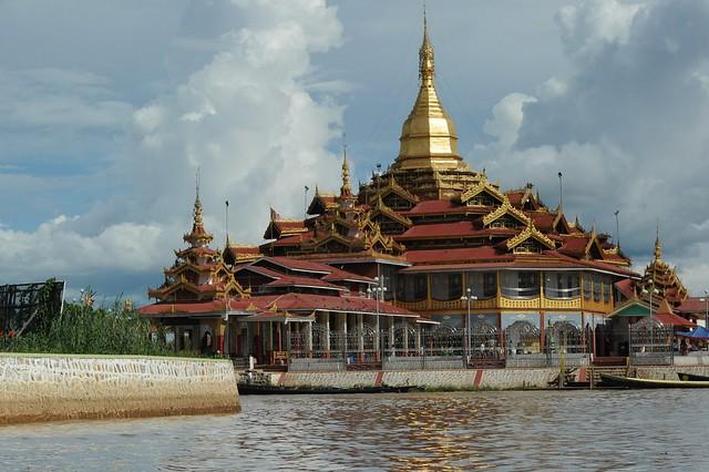 Hpaung Daw U Pagoda, Inle lake, Myanmar D700 436