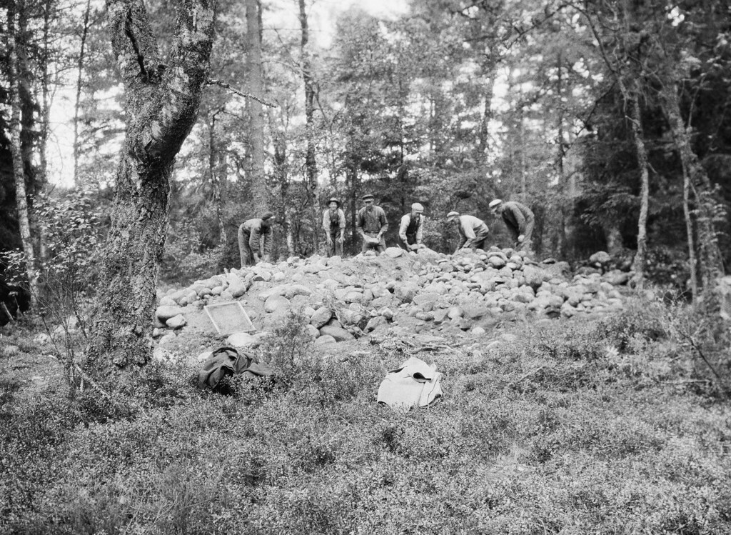 Cairn with prehistoric grave, Sdra Unnaryd, Smland, Swed