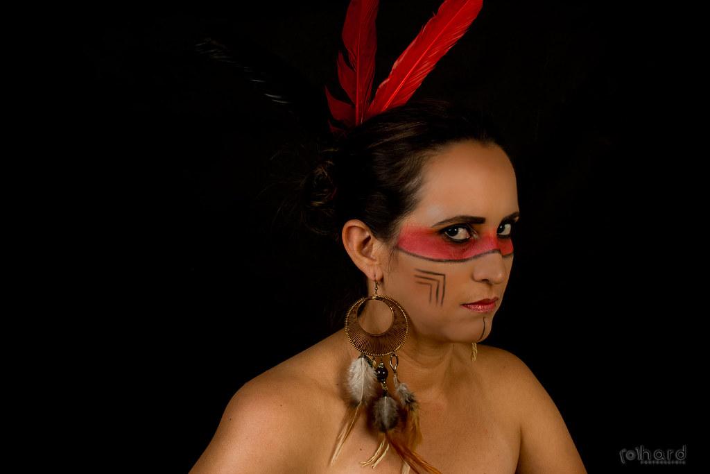 Devido a característica físicas e alguns costumes, muitos apostam que os índios vieram para a América, e sua origem é asiática, muito ligado aos Mongóis!  #hardphotography #mulheresdepindorama #portrait #portraitfestival #makeup #indian #native #brazilian