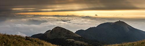 sunset panorama widescreen taiwan taipei 陽明山 七星山 觀音山 大屯山 雲海 芒草 面天山 寬景 夕陽彎