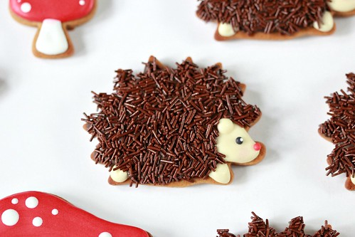 Chocolate Porcupine Decorated Cookie _ Sweetopia