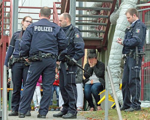 Flüchtlingsunterkunft-Siegen-Massenschlägerei-Polizei-Großeinsatz (6)   by andreastrojak