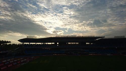 夕日が沈むスタジアム。KO2時間前