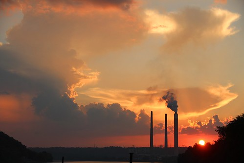 pink sunset summer sky orange cloud sun storm clouds river landscape bright outdoor indiana august smokestacks madison valley cumulus environment powerplant ohioriver developing