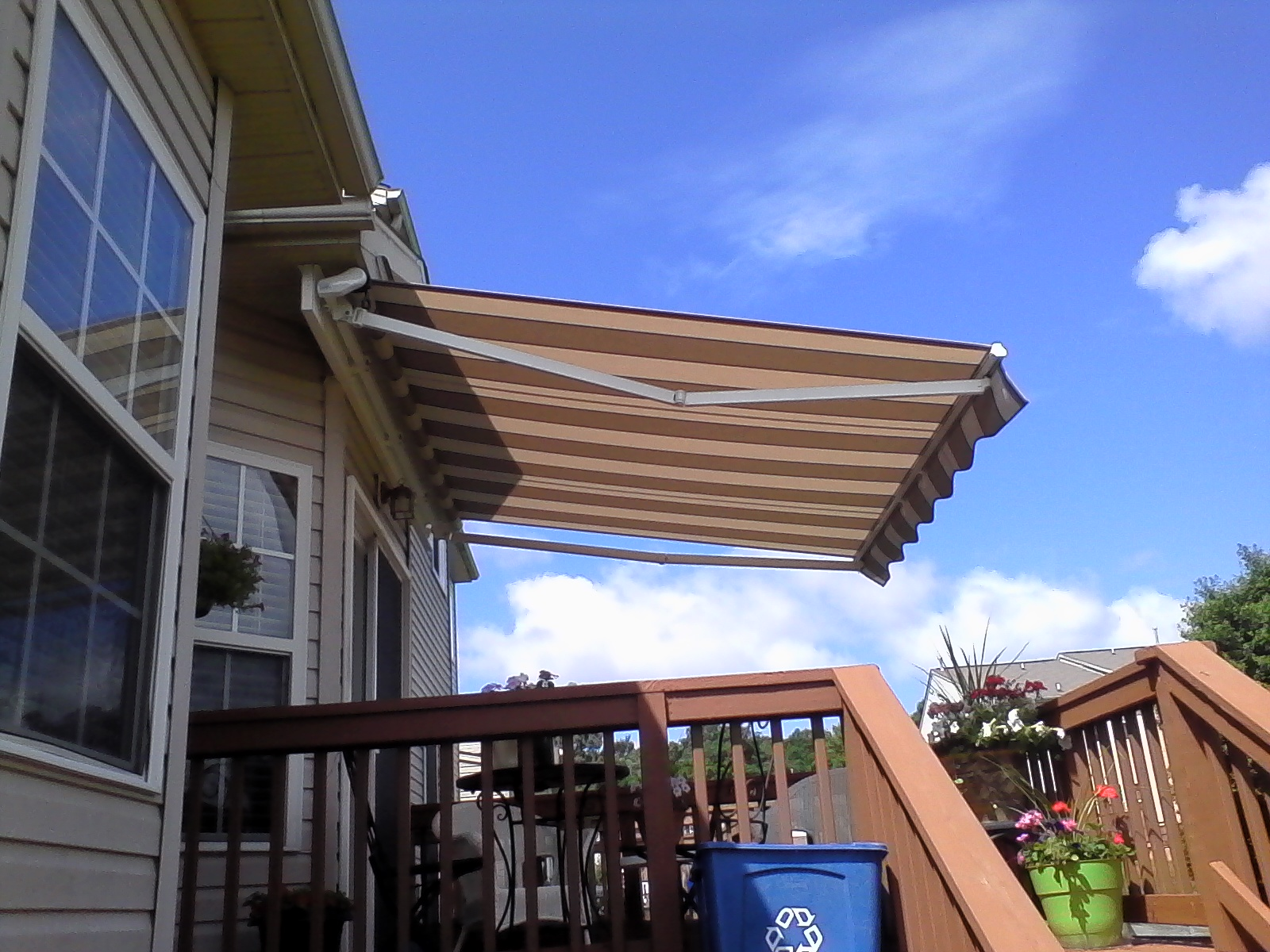 Retractable-Deck-Awning