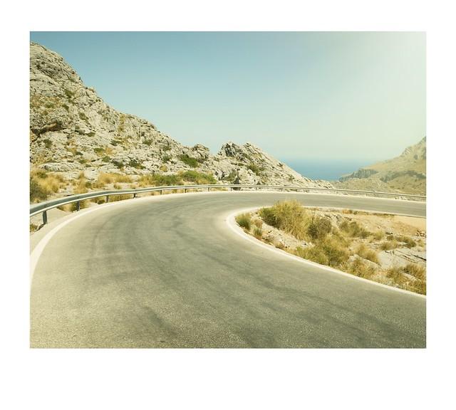 Road, hairpin, sea.