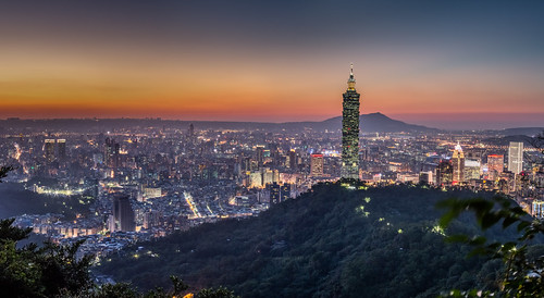 autumn sunset urban panorama color building fall skyline architecture night canon landscape cityscape horizon taiwan nopeople clear 101 夕陽 taipei taipei101 台灣 台北 城市 夜景 風景 skyscaper 70200mm highangle capitalcity 彩色 秋季 拇指山 霞光 5dmarkiii 象山親山步道 無極皇帝