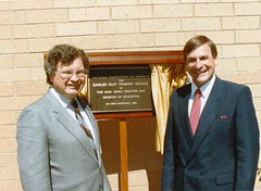 1986 1123 - The Hon Greg Crafter MP opening Gawler East Primary School, accompanied by Principal Rory Chisholm