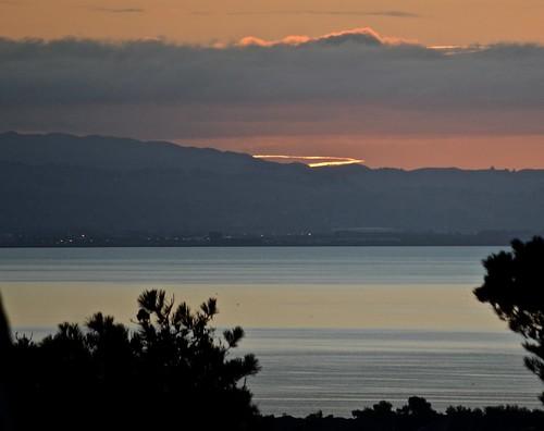sunrise sanfranciscobay dalycity oneminutebeforesunrise marinelayerovereastbayhills