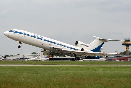 RA-85660   by PlanePixNase