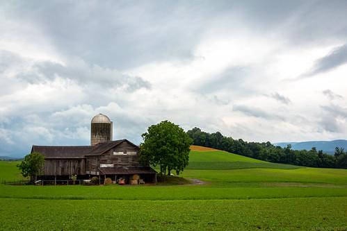 unioncounty barn canoneos60d silo pennsylvania farm rural buffaloroad landscape clouds mifflinburg unitedstates us