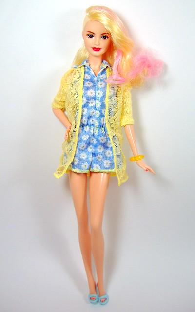 LA Girl in yellow blue daisies