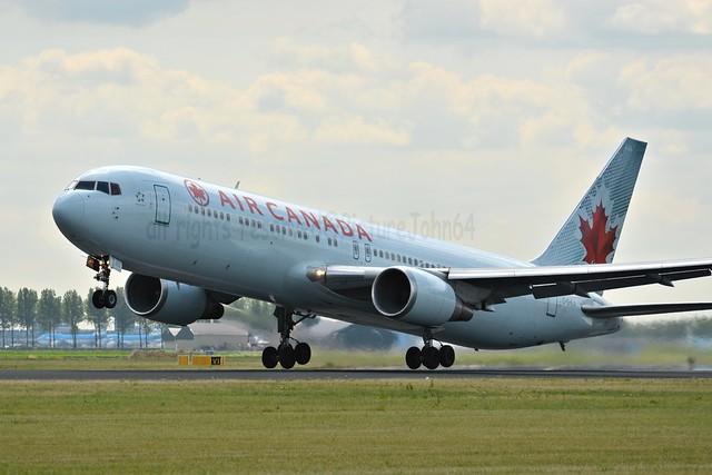 AC825 Air Canada Boeing 767 (C-GLHA) departing to Toronto