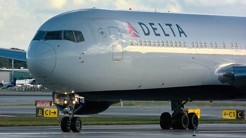 fortlauderdale fll 767300 deltaairlines 767332 kfll n1226dl