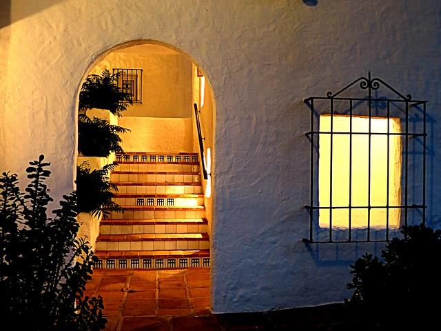 La escalera de noche.