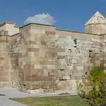 Sultanhanı Kervansarayi - exterior walls, winter quarters (2)