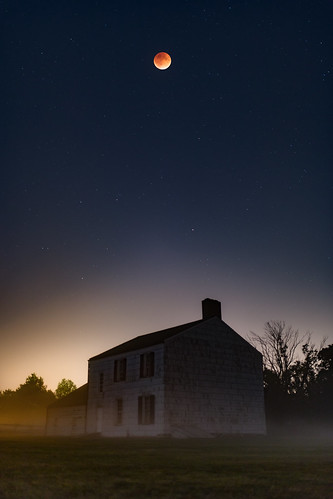 light red sky moon house fall fog night canon stars landscape photography eclipse blood glow photographer nj sigma super astro pollution craig jersey freehold 35 photog 6d 70200l