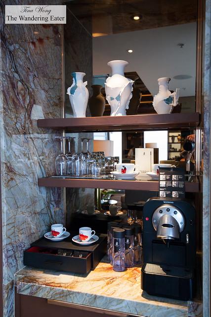Nespresso coffee machine and matching espresso cups