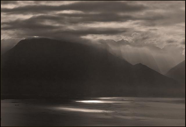 Golden Pass Express , Montreux- Zweisimmen  ; Twilight  on Lake Leman (Lake Geneva)  .Coucher du Soleil sur Le lac Léman  No. 4616.