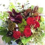 新築のお祝いに。西区八軒にお届け。「スタイリッシュに」。赤バラは「ルビーレッド」。
