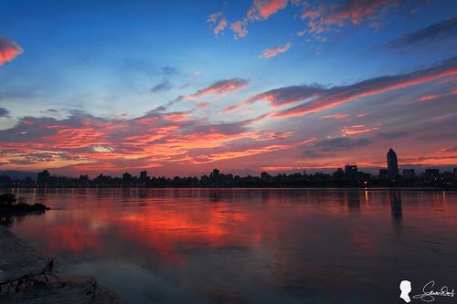 sky cloud sunrise canon 台灣 台北 雲 天空 skyfire 日出 ef1740 火燒雲 晨彩 eos5d2 新北市 忠孝碼頭 杜鵑颱風