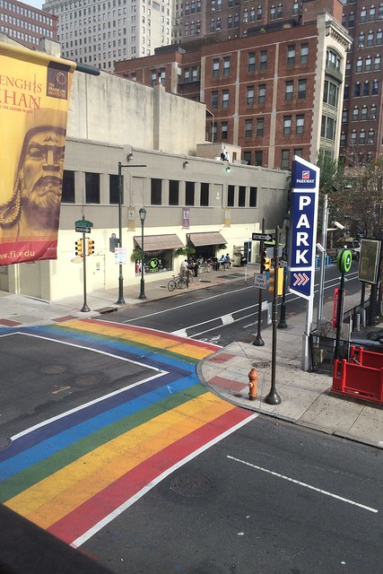 月, 2015-09-07 08:43 - 虹色横断歩道