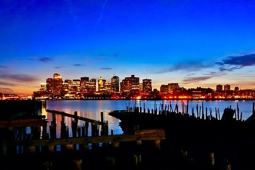 dilapidated bluehour fallingapart bostonskyline portofboston skyline bostonharbor pierspark pw pier old sticks evening newengland sunset water dusk boston massachusetts loprestipark piling pilings