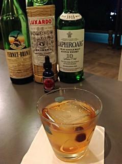 Gerard Cocktail (Justin Taylor via Gaz Regan) with Laphroaig 10 scotch whisky, Luxardo maraschino liqueur, Fernet-Branca, Bittercube cherry bark vanilla bitters #cocktail #cocktails #craftcocktails #101bestnewcocktails #fernetbranca #fernet #whisky | by *FrogPrincesse*
